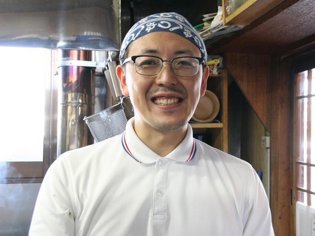 画像: 大木徳市さんと共に店を切り盛りする、息子の英吾さん