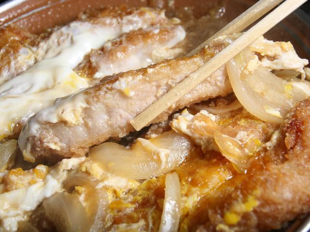 画像: 香ばしき北海道産ロース使用の豚かつは、キャノーラ油仕上げで爽やかな美味しさ
