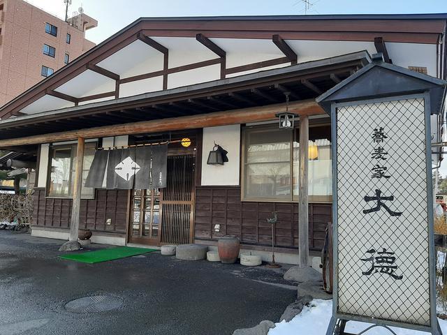画像: 正統派蕎麦店たる風格も携える。駐車場も完備され、便利