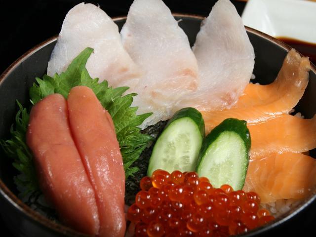 画像: たらこの他、真鱈の昆布〆やサーモン、いくらなども載る「たらこ家スペシャル」