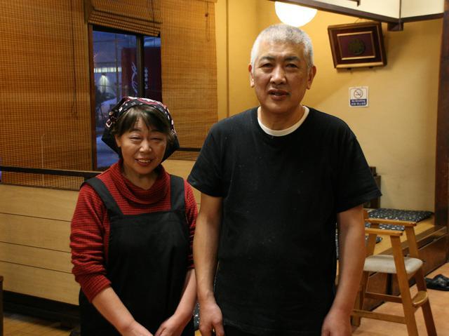 画像: 函館出身の秦真司さんと奥様。叔父さんから引き継いで数十年