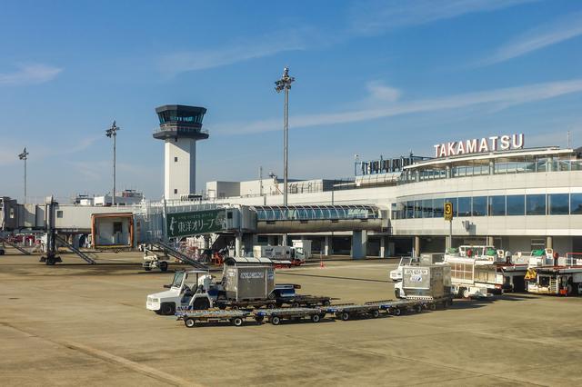 画像2: 絶景スポット2「高松空港のほか、全国のさまざまな空港の桜」