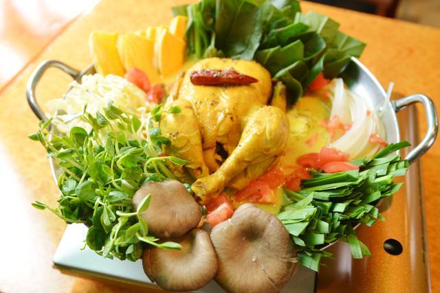 画像: 「ヒマラヤ鍋」(1人前2,739円・税込/注文は2人前から。写真は4人前)