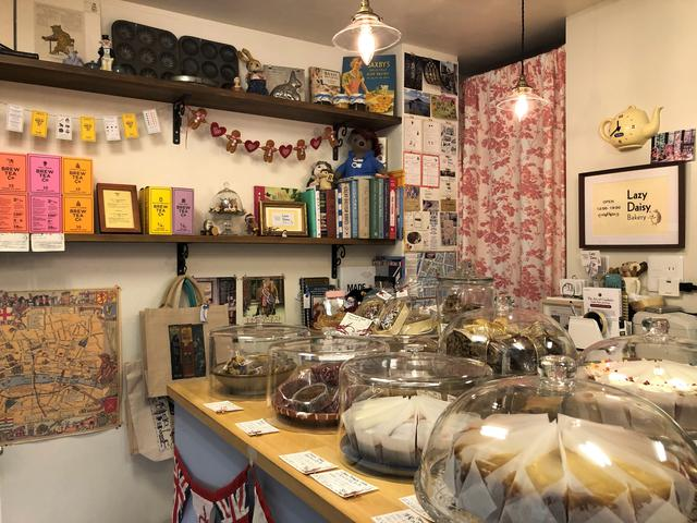 画像2: 東京でシムネルケーキを食べることができるお店: レイジーデイジーベーカリー