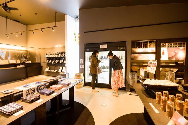 画像: 15:30 日本酒好きは注目。酒造メーカー直営「上川大雪酒造 Gift Shop」