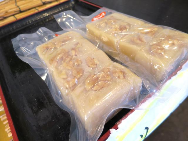 画像: 宮城などの郷土菓子「がんづき」はくるみ入り、「やきもち」はあんこも手作り