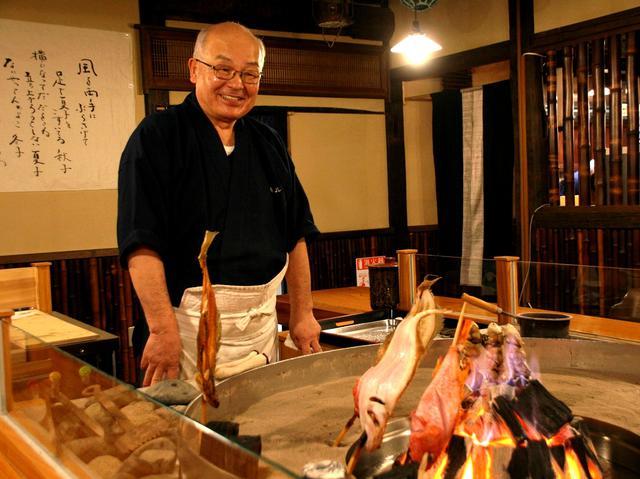 画像: ご主人の村上健一さん。東京で修業を積んで戻り、今は弟さん、息子さんらと切り盛り