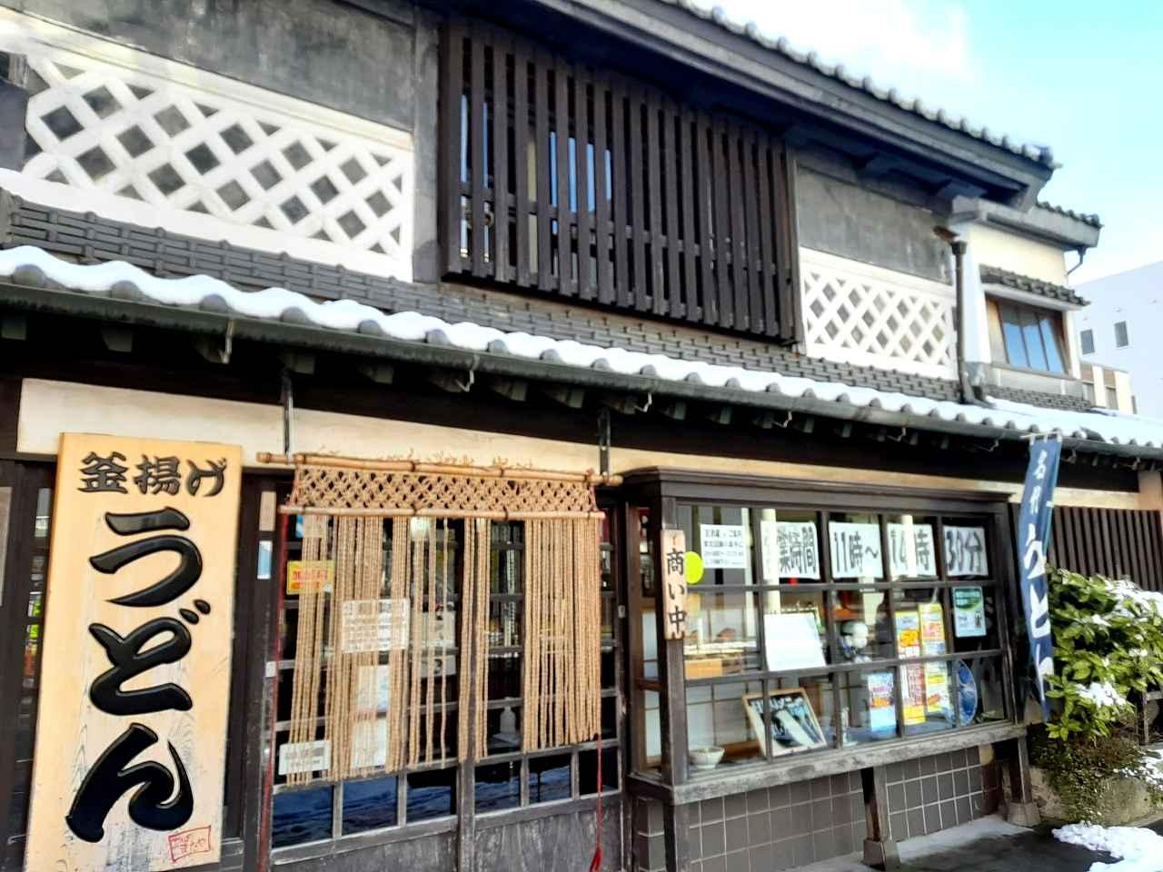 画像: 明治8年創業。老舗感がしっくりとくる木造のしっかりとした建物もいい
