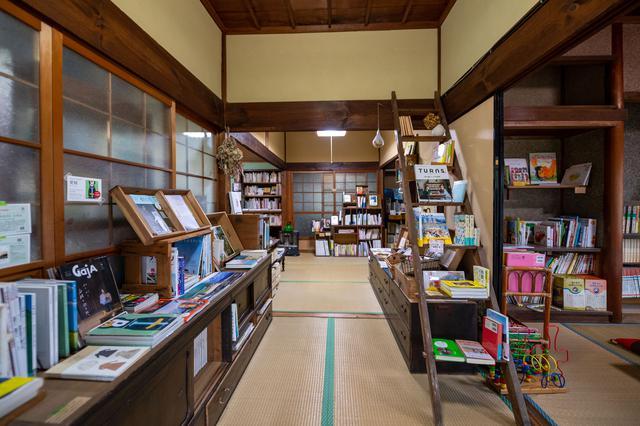 画像3: 時間を忘れて寛げる、心和む自家焙煎珈琲と本の店