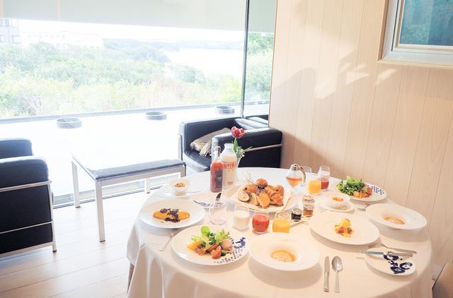 画像1: 幸せな1日を予感させる、美しく優雅な朝食