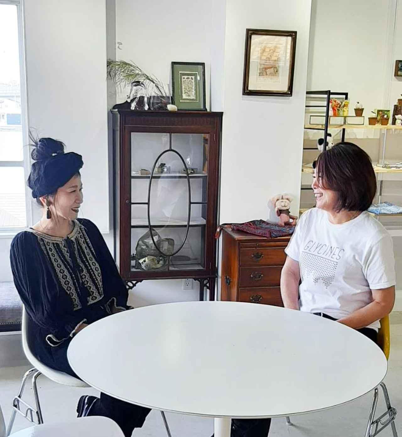 画像: 齋藤千鶴さん(左)、谷川涼子さん(右)