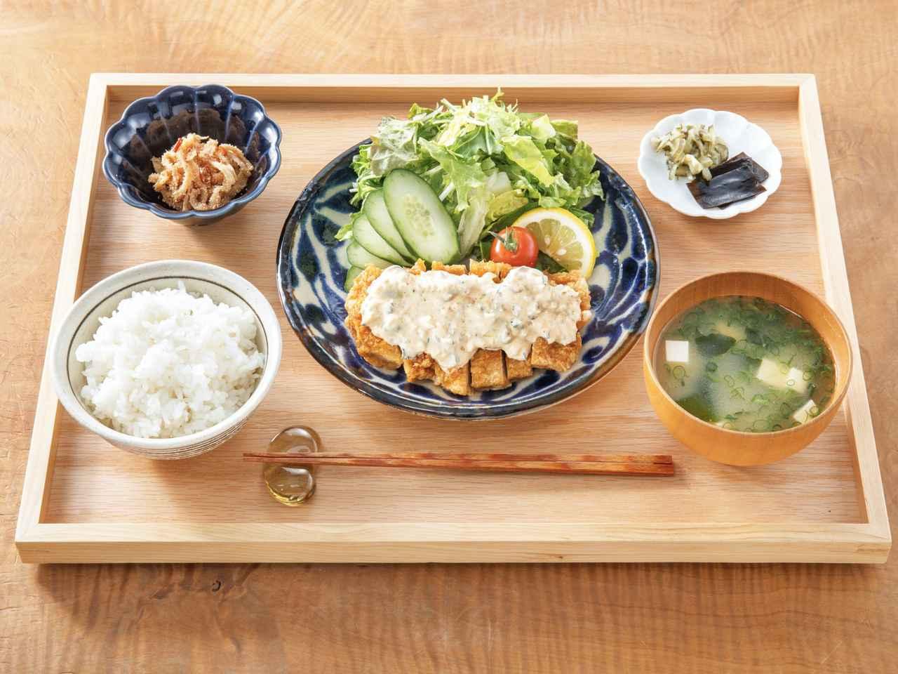 画像: 「チキン南蛮定食」(昼1,320円、夜1,650円/前菜付き・ともに税込)