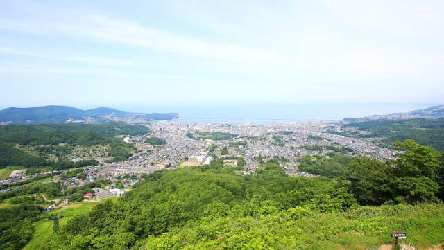 画像: 酒づくりに使用する仕込水の源・天狗山からの風景