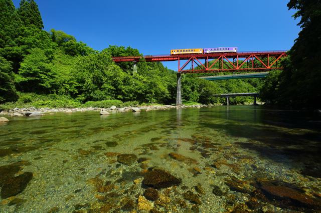 画像3: 【絶景②】「秋田内陸縦貫鉄道」で新緑をまたぐ絶景旅(北秋田市)