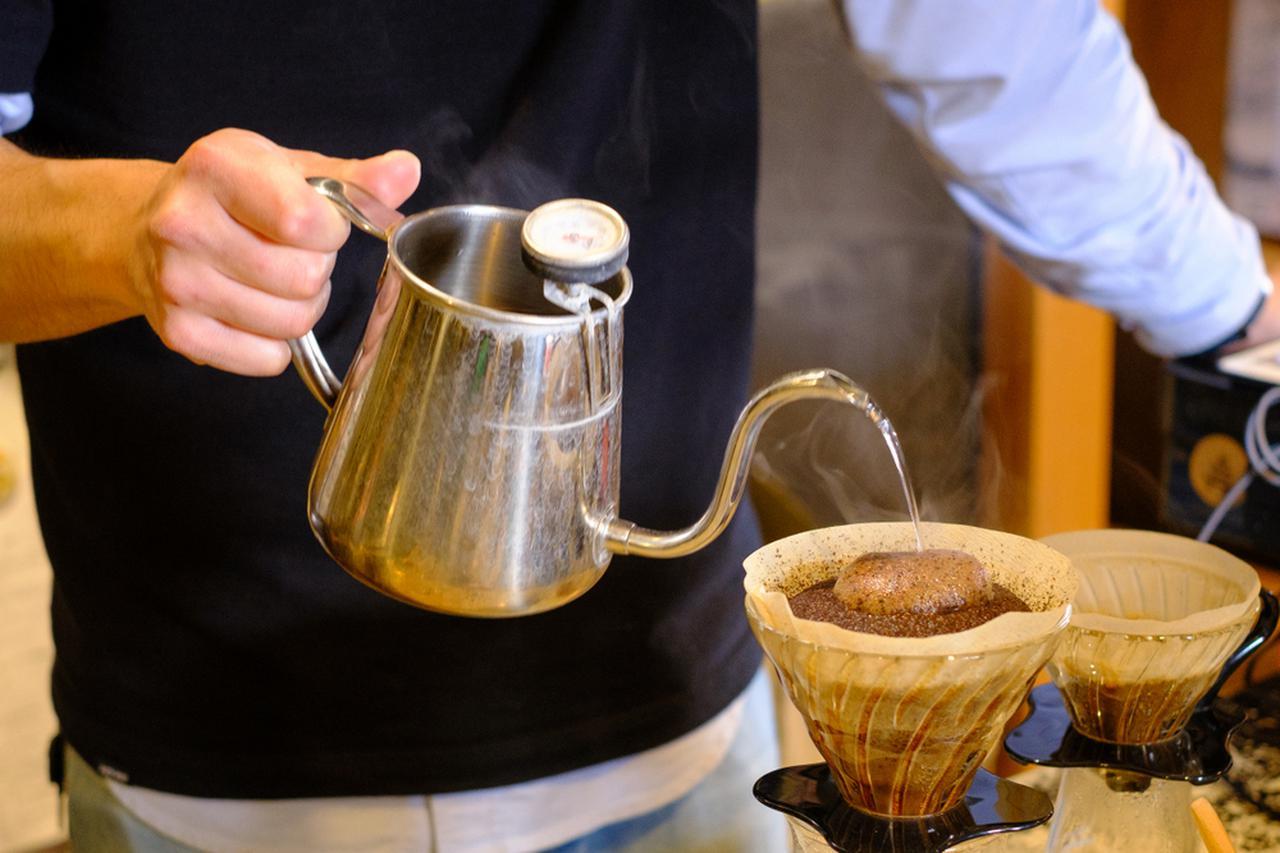 画像: 丁寧にハンドドリップしたコーヒー。この日はマンデリンの深煎り。