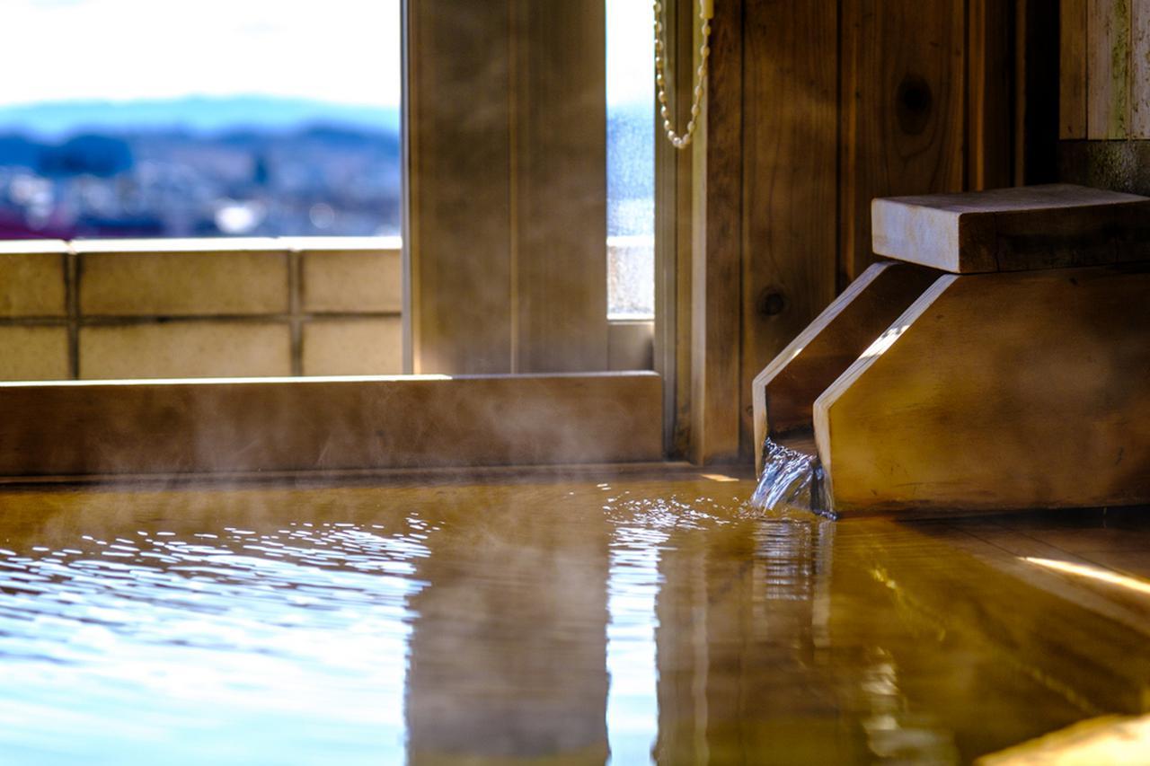 画像: お部屋の温泉は贅沢にも源泉かけ流し。