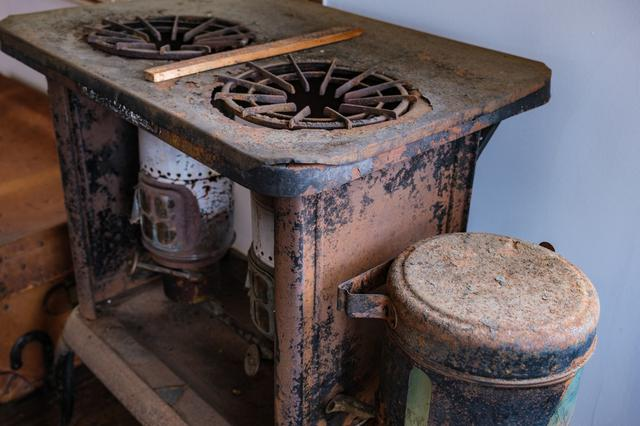画像: 2階にはレトロなオイルコンロの展示。