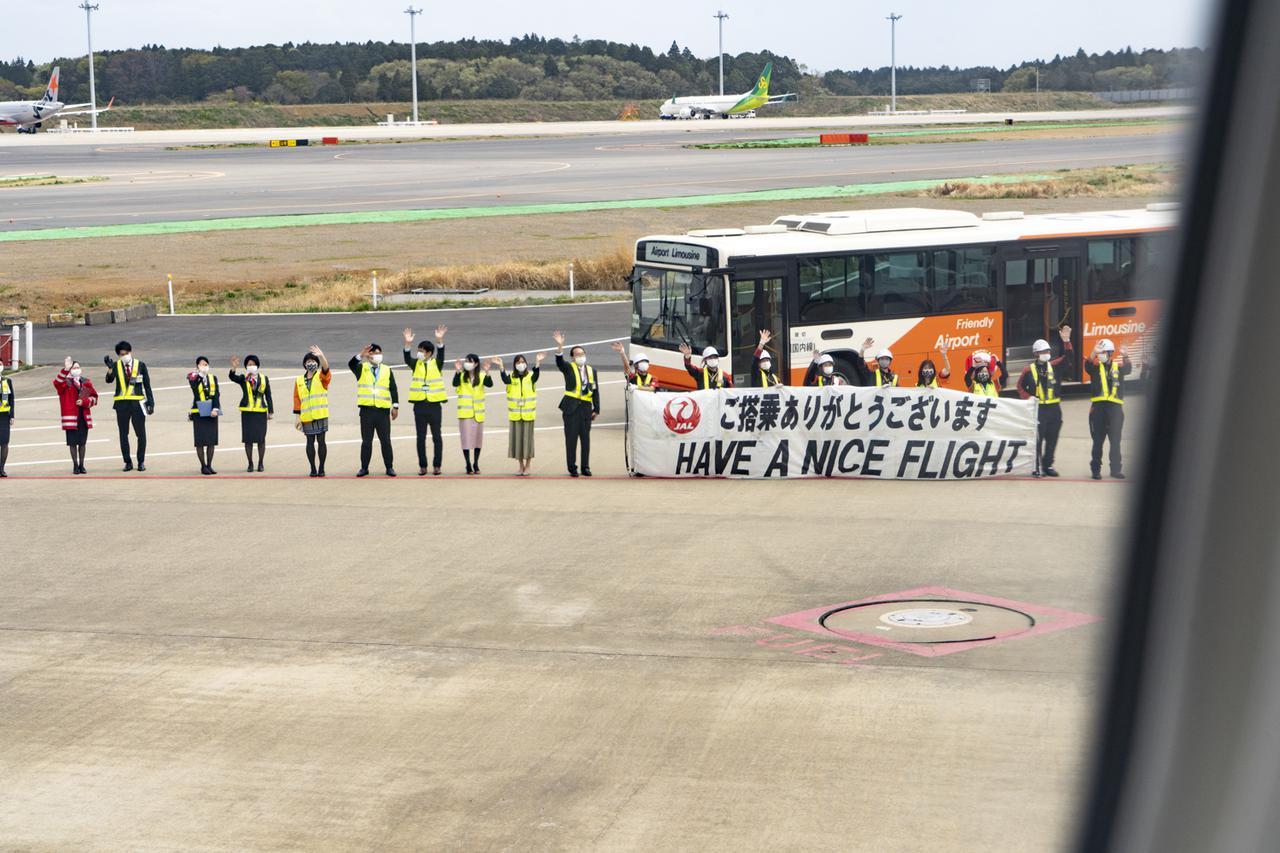 """画像1: 日本と台湾の末永い友好を願った""""3399""""便がテイクオフ"""
