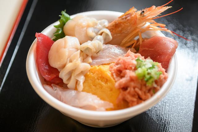 画像2: ネタ盛り盛りな「元祖 青森のっけ丼」で海鮮モーニング|青森魚菜センター