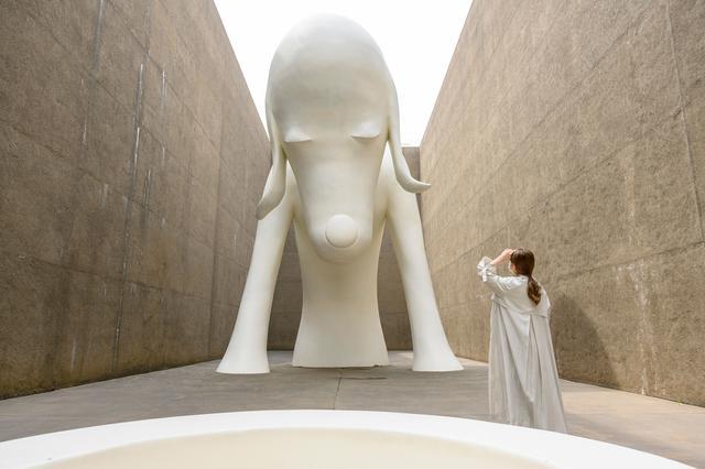 画像1: 奈良美智 ≪あおもり犬≫ 2005年 © Yoshitomo Nara