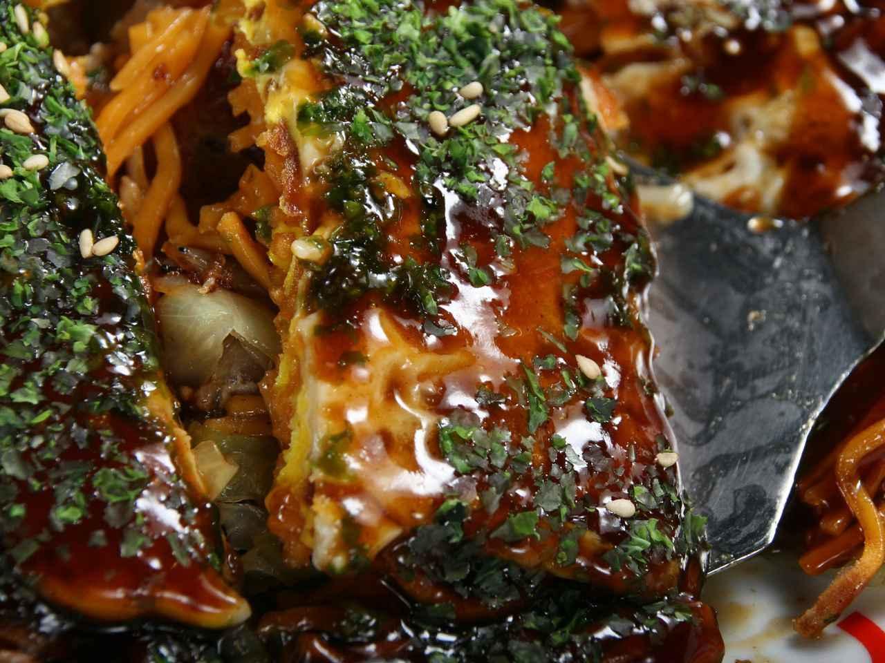 画像: 熟成的な唐麺用カープソースの渋みや唐麺の辛さ、玉子の甘さが一体化