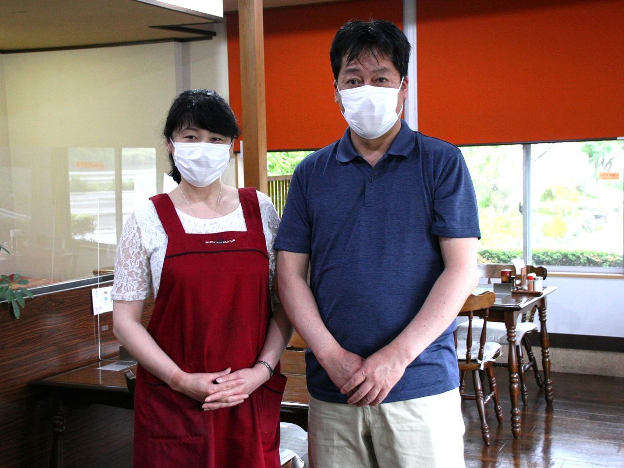 画像: 地元に戻って店舗を継いだ竹元明人さんと奥様