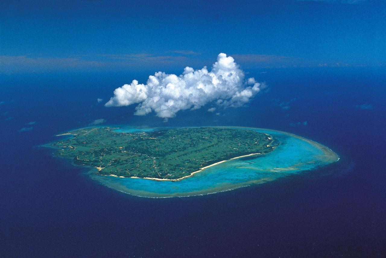 画像: 与論島(ⓒK.P.V.B)