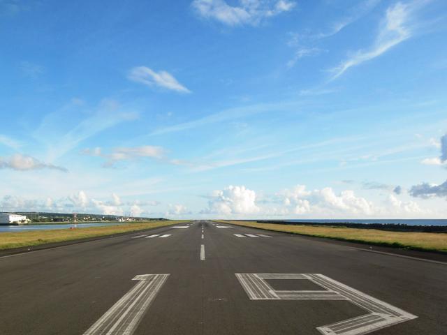 """画像1: プロペラ機で南の島を空中散歩。ジャルパックの「跳び飛びの旅」で""""空の旅""""がもっと好きになる"""