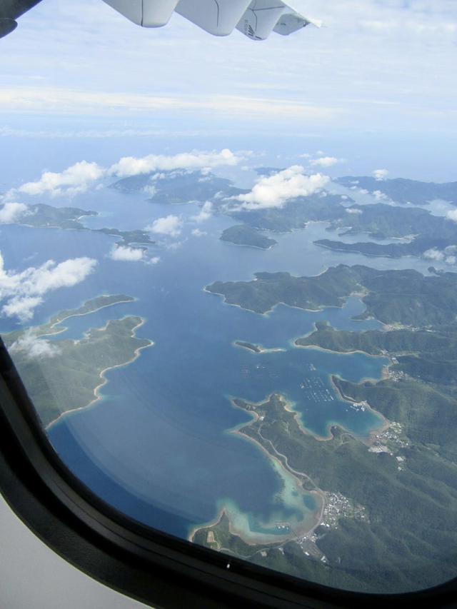 画像: ATR42から見下ろす奄美大島(撮影:英亭或 巡)