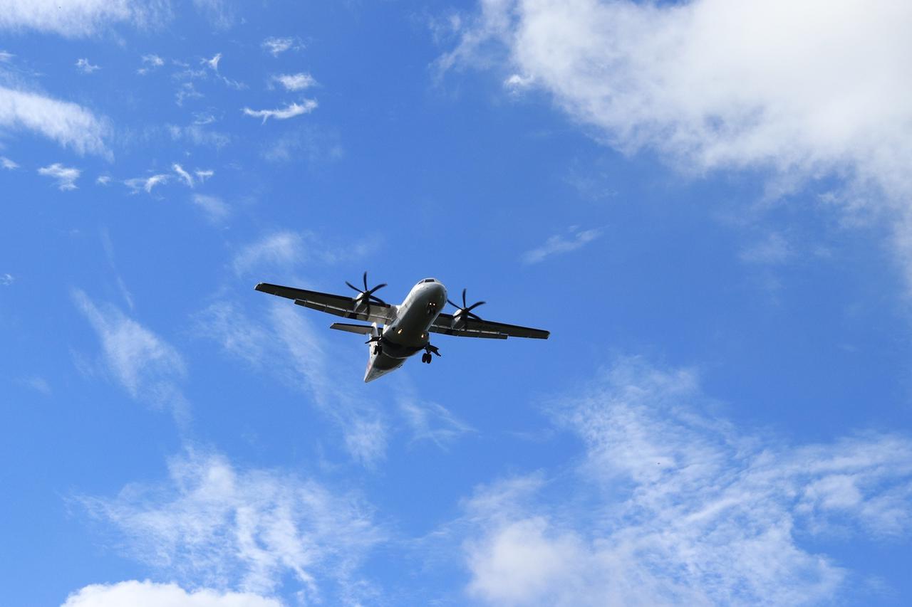"""画像3: プロペラ機で南の島を空中散歩。ジャルパックの「跳び飛びの旅」で""""空の旅""""がもっと好きになる"""