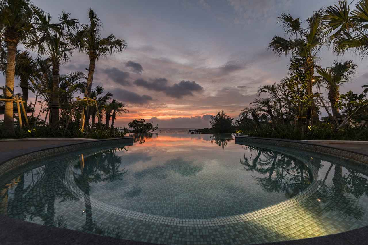 画像2: ハワイを感じる旅のポイント③ 太平洋があかね色に染まるサンセットディナー