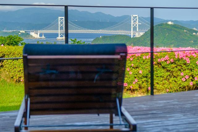 画像: テラスからは大鳴門橋が一望。素晴らしい景色です。