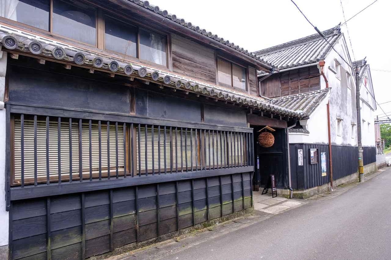 画像: 旧撫養街道沿いにある、本家松浦酒造の酒蔵。