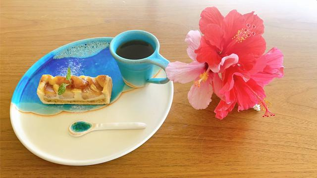 画像1: 【沖縄・やちむん】サンゴ礁の鮮やかな海を作品で表現した「うるま陶器」