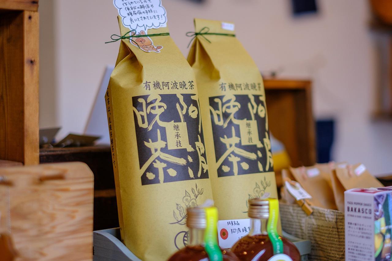 画像: 健康ブームで大人気の有機阿波晩茶。徳島でしか作られていない、乳酸発酵茶。