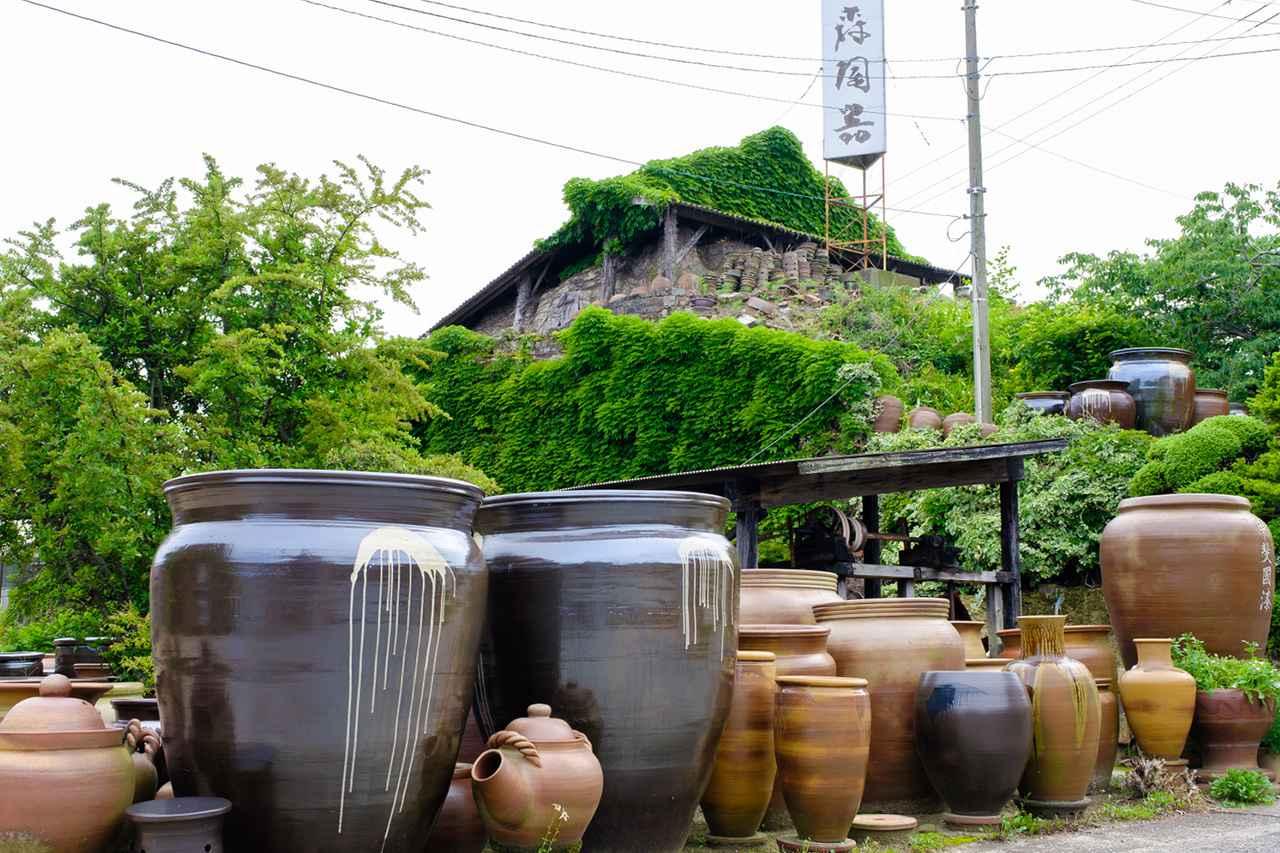 """画像: 国登録有形文化財の""""登り窯""""。平地から築き上げた形状の登り窯としては日本最大級。"""
