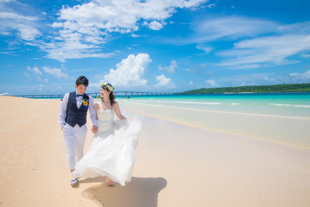 画像: 与那覇前浜ビーチ:東洋⼀と謳われる景観は、息をのむ美しさ