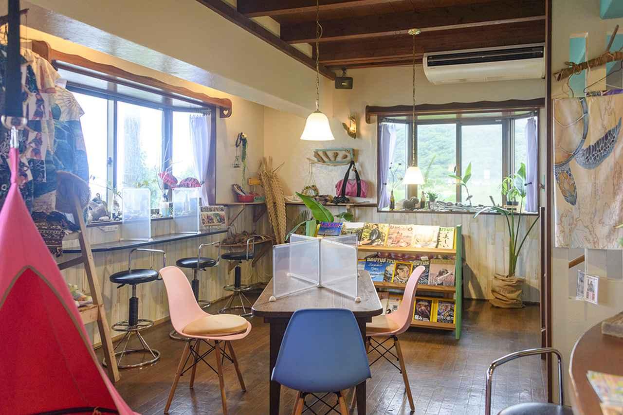 画像: 「カフェ&雑貨 BANANA」を併設するCoffeeBoatの店内
