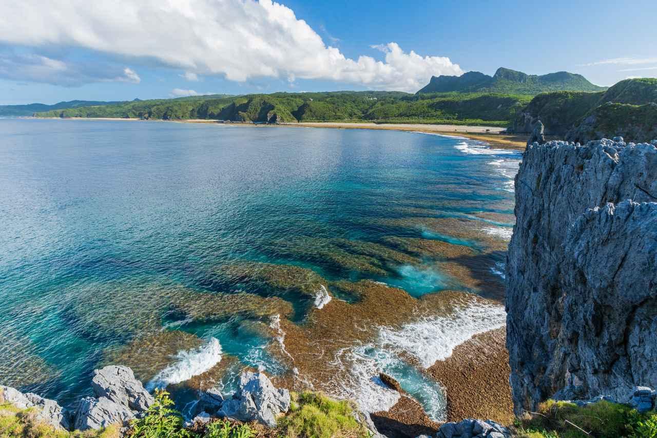 画像: 【散策】沖縄本島最北、与論島や琉球創世の聖地を望む「辺戸岬」