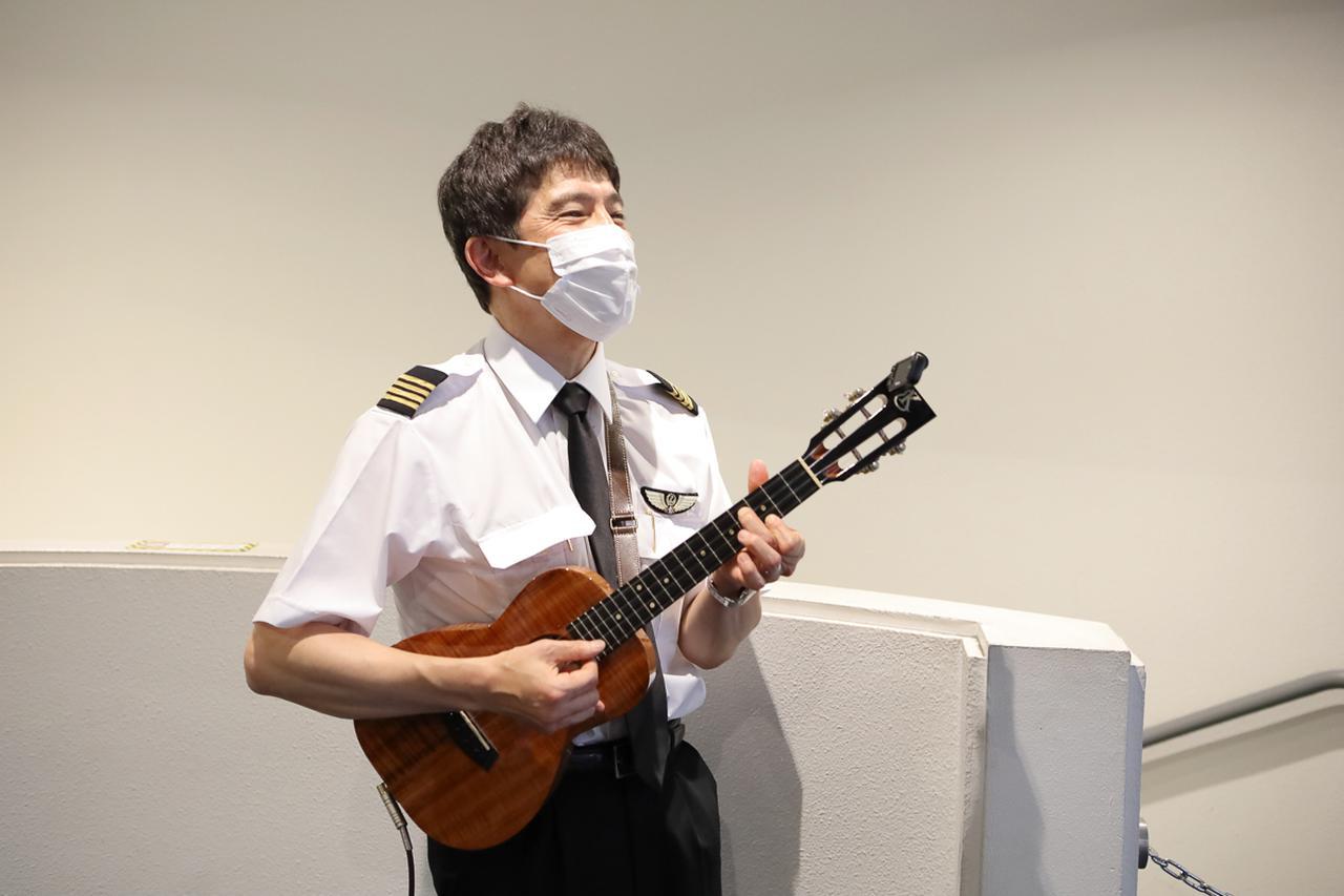 画像3: 食後のお楽しみは機長&客室乗務員によるトークショーやクイズ
