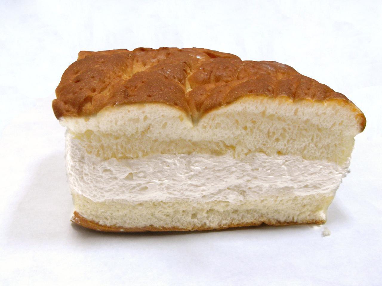 画像: 小松パン店「牛乳パン」335円(税込)