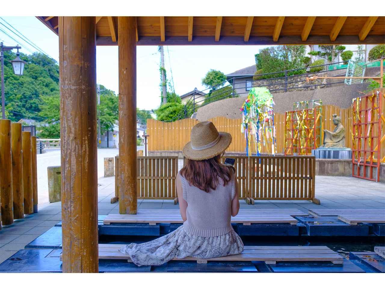 画像: 姫神広場の足湯は、いつもお客さんが集まる人気のスポット。