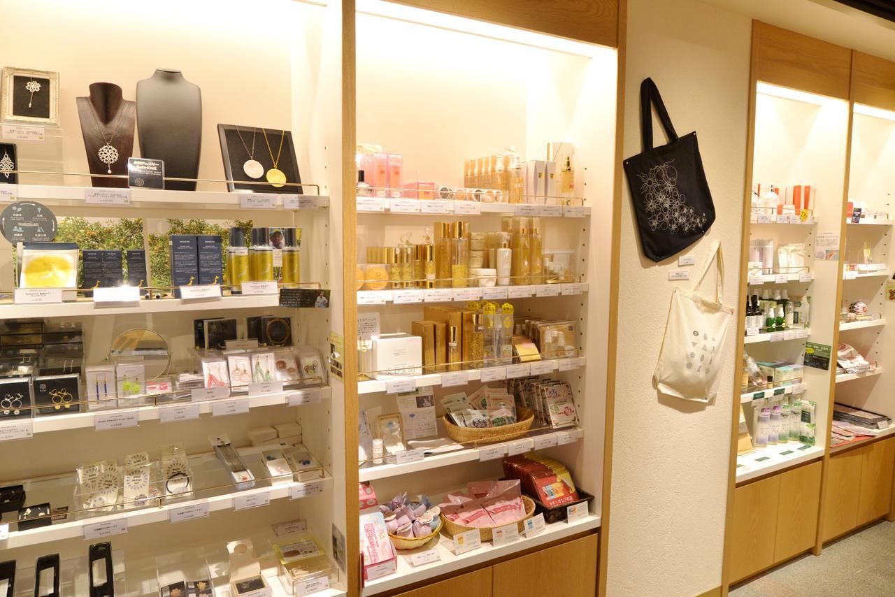 画像2: お茶、工芸品、コスメも石川県ならではの洗練度合い