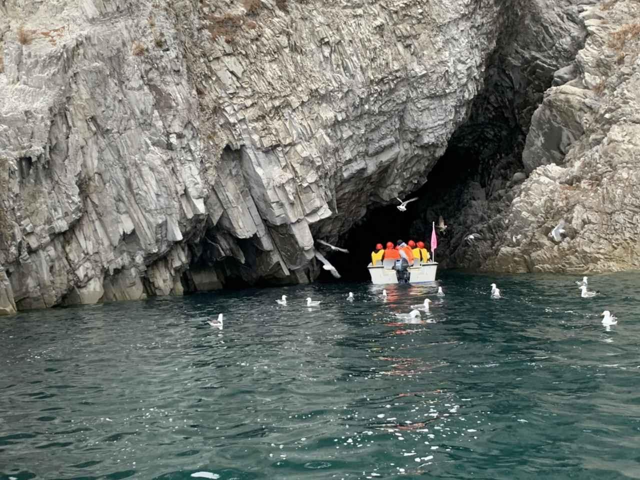 画像2: 【岩手】洞窟の中で輝く青い海、イタリアの青の洞窟にも引けをとらない「八戸穴」