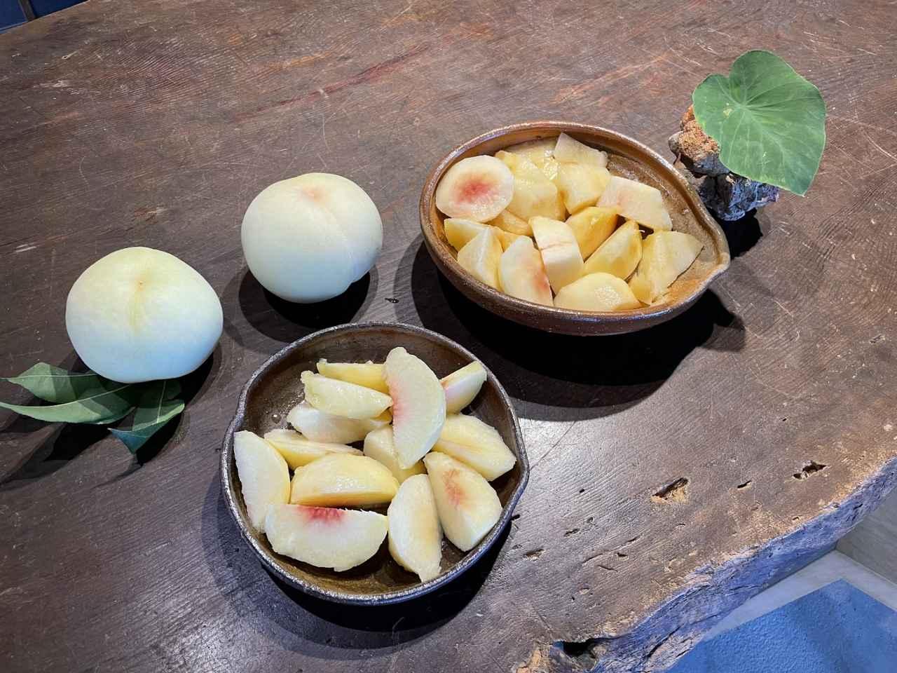 画像: 〔岡山を代表する果物、白桃と備前焼〕