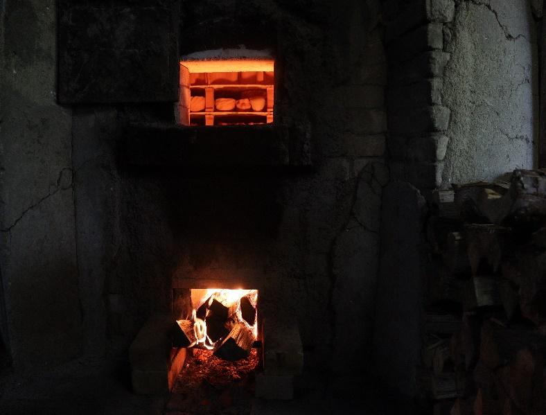 画像: 〔備前焼作家 藤田祥さんの登り窯 窯焚きの様子〕