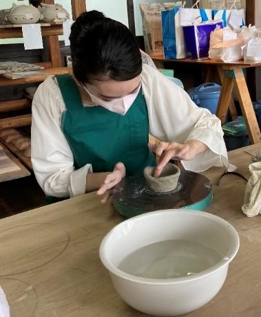 画像: 今回は手びねりという手法で作陶しました。(体験施設:安土桃山陶磁の里 ヴォイス工房)