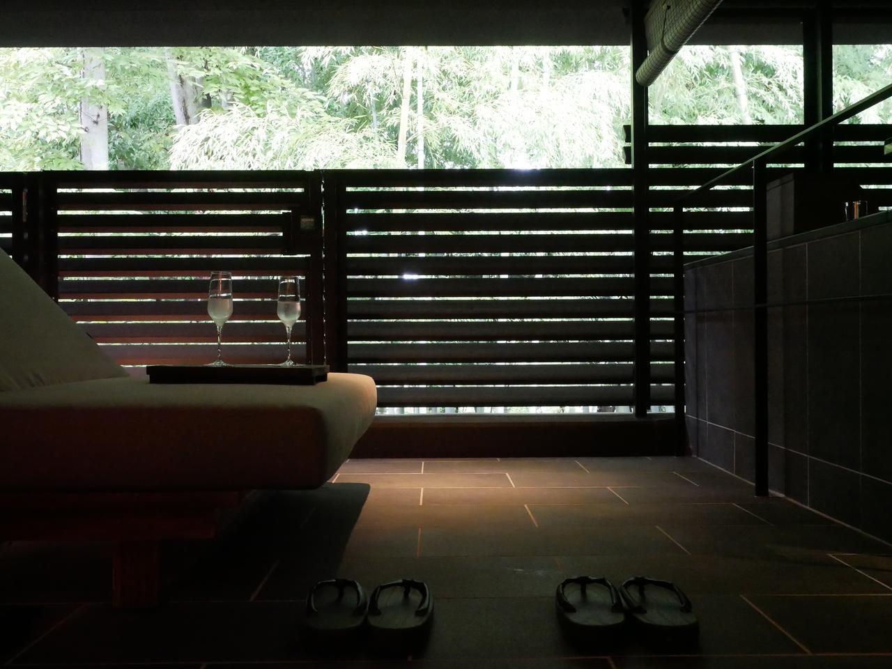 画像2: 寺院や春日山からの風を感じる、開放的な露天風呂