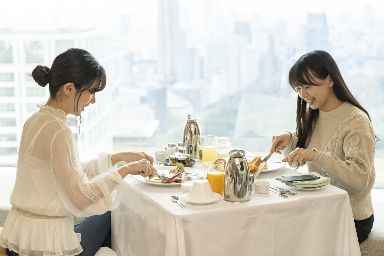 画像: 翌朝はインルームダイニング朝食でリッチな目覚め