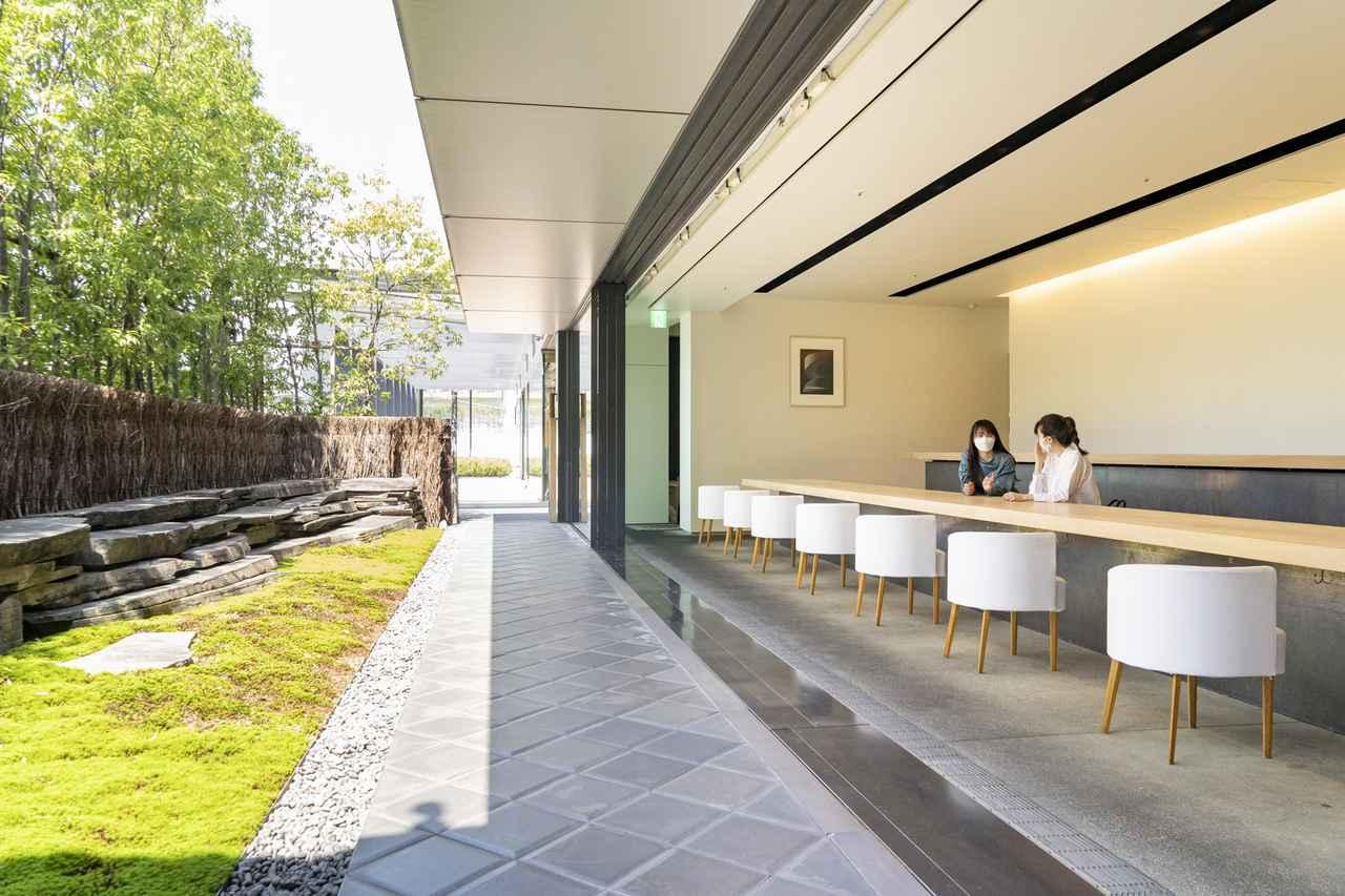 画像2: 「茶洒 金田中」のテラスで庭園を望みながらカフェタイム